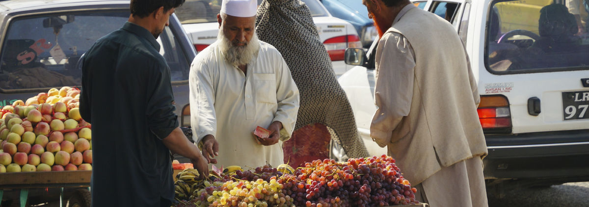 Pakistani man buying from market photo
